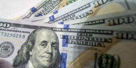 Курс доллара посыпался на фоне хаоса в Вашингтоне