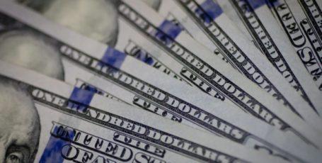Курс доллара показывает рекордное падение с февраля 2018 года