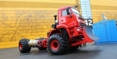 Машиностроительный «бум»: в РФ изготовили новейший снегоболотоход ЯМАЛ